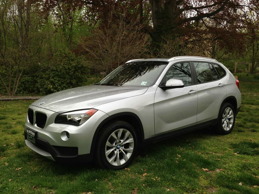 review 2013 bmw x1 xdrive the autocracy. Black Bedroom Furniture Sets. Home Design Ideas